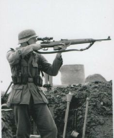 German sniper deploys the Gewehr 43 semi automatic rifle. Ww2 Pictures, Ww2 Photos, Military Pictures, Military Tactics, Military Guns, Military History, German Soldiers Ww2, German Army, Germany Ww2