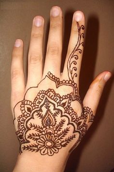 If you are searching mehndi designs for back hands? Then you are reading the right article because we have brought 15 beautiful back hand mehndi designs for you that are apt for different functions, let's go! Henna Hand Designs, Small Henna Designs, Latest Henna Designs, Indian Henna Designs, Beginner Henna Designs, Henna Tattoo Designs, Tattoo Ideas, Easy Designs, Design Tattoos