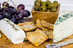 Looking for an easy and colorful holiday appetizer? Pick up an assortment of cheese from your local @PriceChopper and serve with fruit, Lindsay Olives and crackers like @spicedblog.. What are your favorite cheese to serve during the holidays? #HolidayAdvantEdge #ad