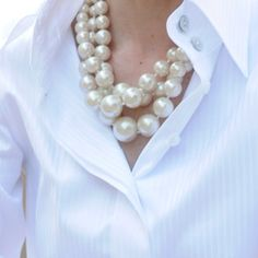 Classic white and pearlshave the pearls colar grande, look fashion, Fashion Mode, New York Fashion, Womens Fashion, Ladies Fashion, Girl Fashion, How To Have Style, Style Blog, My Style, Fashion Accessories