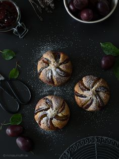 Home Archives - Seite 4 von 20 - monsieurmuffin Dark Food Photography, Cake Photography, Bakery Muffins, Plum Cake, Edible Arrangements, Baking Cupcakes, Coffee Cake, Let Them Eat Cake, Food Styling