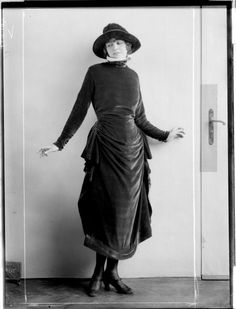 Dress designed by Eduard Josef Wimmer-Wisgrill, 1920 Germany Could easily be updated for a contemporary look! 20s Fashion, Edwardian Fashion, Fashion History, Retro Fashion, High Fashion, Vintage Fashion, Fashion Tips, 1920 Style, Jeanne Lanvin