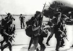 kolwezi 1978   Sur le tarmac de l'aéroport de Kolwezi le 20 mai 1978 © AFP