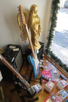 Bom dia! Visite o Salão Musical de Lisboa na Rua da Oliveira ao Carmo 2 e faça as suas compras de Natal.