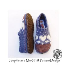 These slippers are designed for the pure joy of being able to knit colored patterns with my hook!