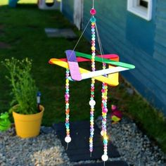 EASY Kids Craft- DIY Beaded Wind Chime- Dollar Store DIY This easy wind chime kids craft will make a cute addition to your garden! Easy Beaded Rainbow Wind Chime Kids Craft Summer isn't just for frozen treats and Garden Crafts For Kids, Diy Crafts For Kids Easy, Summer Crafts For Kids, Craft Stick Crafts, Spring Crafts, Kids Crafts, Craft Sticks, Craft Ideas, Garden Ideas