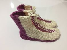 BAĞCIKLI BOT PATİK YAPIMI - YouTube Knitted Slippers, Slipper Socks, Fashion Magazin, Bed Socks, Socks And Sandals, Knitting Videos, Baby Knitting Patterns, Sock Shoes, Crochet Clothes