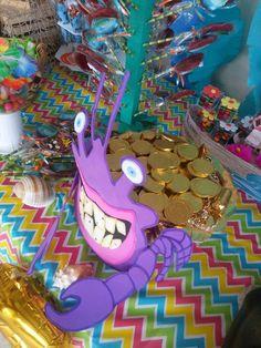 golden coins/ golden truffles from Hershey's. Can probably buy by. Moana Party, Moana Birthday Party Theme, Moana Themed Party, 6th Birthday Parties, Hawaiian Birthday, Luau Birthday, Birthday Ideas, Festa Moana Baby, Moana Crab