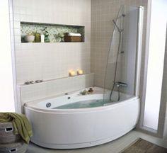 Hörnbadkar med dusch.