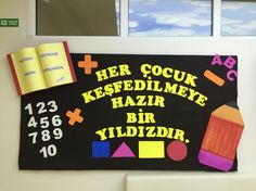 İlk öğretim haftası Back To School Bulletin Boards, Bulletin Board Display, Classroom Bulletin Boards, Classroom Door, Preschool Classroom, Classroom Themes, Preschool Activities, Soft Board Decoration, Class Decoration