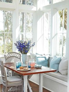 Window seat & kitchen table with chairs