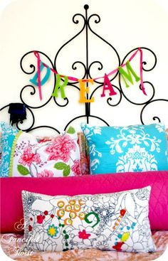 Awesmoe headboard and I used to have a dream sign like this above my bed LOVE!