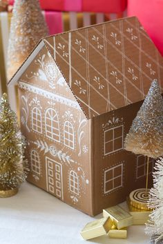 DIY Gingerbread gift box video The House That Lars Built Gingerbread house gift box tutorial Cardboard Gingerbread House, Christmas Gingerbread House, Noel Christmas, Gingerbread Houses, Paper Gift Box, Paper Gifts, Gift Boxes, Diy Paper, Paper Bags