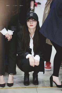fyeah! red velvet: Photo Kpop Girl Groups, Korean Girl Groups, Kpop Girls, Red Velvet Seulgi, Red Velvet Irene, Park Sooyoung, Fashion Idol, Kang Seulgi, Velvet Fashion