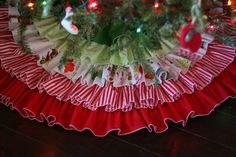Ruffled Tree Skirt - A pretty and festive #sewing project for Christmas. #tutorial