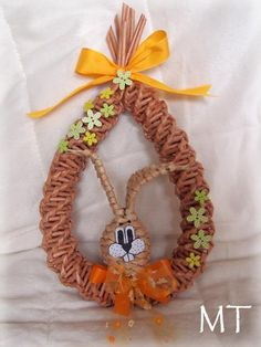 Hobbies And Crafts, Grapevine Wreath, Grape Vines, Newspaper, Quiche, Crochet Necklace, Weaving, Basket, Wreaths