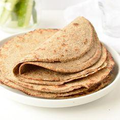 This low Carb oatmeal recipe or coconut flour porridge is an easy porridge alternative on keto low carb diet. Bonus, it is vegan, gluten free! Low Carb Oatmeal, Low Carb Granola, Granola Bars, Eggs Low Carb, Low Carb Flour, Almond Recipes, Low Carb Recipes, Coconut Flour Crepes, Almond Flour