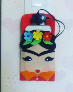 """Pies para que los quiero, se tengo alas para volar"" -Frida Kalho Porta carregador de Celular Perso - atelie_mae_e_filha_fazendo_art Easy Crochet Patterns, Doll Patterns, Stitch Patterns, Love Crochet, Beautiful Crochet, Crochet Phone Cases, Kids Fashion Blog, Crochet Mobile, Cell Phone Pouch"