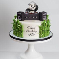 Cupcakes versieren panda 17 ideas for 2019 Panda Bear Cake, Bolo Panda, Panda Cakes, Bear Cakes, Pretty Cakes, Cute Cakes, Beautiful Cakes, Bolo Dj, Fondant Cakes