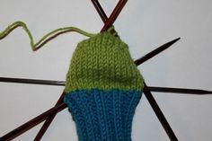 Hvordan strikke sokker til barn – Boerboelheidi Knitted Hats, Diy And Crafts, Knitting, How To Make, Gifts, Om, Fashion, Moda, Presents