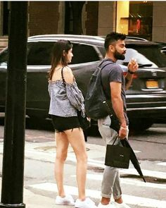 Virat Kohli joins bae Anushka Sharma for a vacation in New York Anushka Sharma Pics, Anushka Sharma Virat Kohli, Virat And Anushka, Bollywood Couples, Bollywood Wedding, Bollywood Stars, Bollywood Celebrities, Pretty Zinta, Cool Outfits