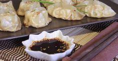 Fabulosa receta para Gyozas o Empanadillas Chinas. Gyozas las Empanadillas chinas, una forma rápida y fácil de hacerlas. Con su salsa de soja y vinagre.  Vídeo: Gyozas Las Empanadillas Chinas