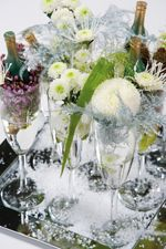 Chrysanthemums can also recreate a winter mood. Why not try large pompoms which look just like snowballs, or sparkling spiders which look like ice crystals? You can create festive December arrangements in classic red, funky pink, cool green or hail white to decorate your table.     Refined arrangements at Christmas, budget friendly beauties in January and loving flowers on Valentines Day, chrysanthemums ensure that you have a hip winter tint in your home.