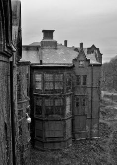 Sharp Peaks - Photo of the Abandoned Northampton State Hospital Abandoned Property, Abandoned Asylums, Abandoned Places, Mental Asylum, Insane Asylum, Spooky Places, Haunted Places, Old Buildings, Abandoned Buildings
