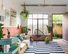 Small patio ideas boho 31 Ideas for 2019 Decorating Your Home, Diy Home Decor, Room Decor, Decorating Ideas, Cafe Interior, Interior Design, Half Painted Walls, Apartment Living, Living Room