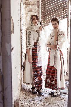 Alina Raducea is an international fashion photographer & film maker based in London, UK. Folk Fashion, Ethnic Fashion, Girl Fashion, Fashion Design, Traditional Fashion, Traditional Outfits, Romanian Girls, Folk Costume, Fashion Colours