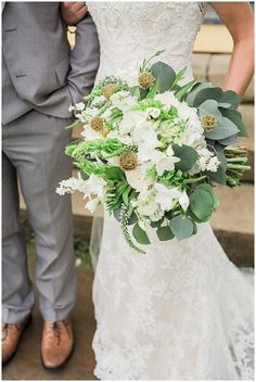 Green & white wedding bouquet | Sarah Renee Studios | see more at http://fabyoubliss.com