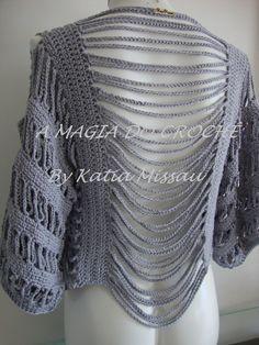 Olá! A pedido de uma querida cliente, fiz o bolero Angélica em linha de algodão, na cor cinza claro.   Ele é feito todo em crochê, bem ...