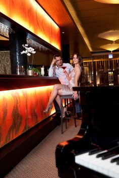 Hotel Piano Bar - nice evening entertainment with live music and delicious cocktail creations and much more. The ideal ending of a perfect day! Interior Design Principles, Asian Interior Design, Piano Bar, Opposites Attract, A Perfect Day, Hotel Spa, Live Music, Feel Good, Cocktail