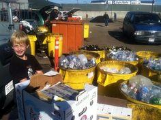 Garoto de 7 anos cria empresa de reciclagem e doa lucros a famílias desabrigadas