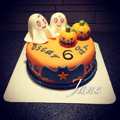 I made a birthday plus Halloween fondant design cake!