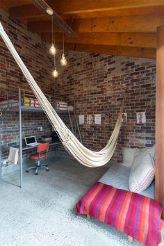 Hora do descanso! 15 ambientes com rede para você se inspirar - limaonagua