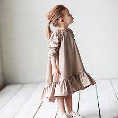 Платье -волан в бежевом цвете с золотым оттенком ✨❗️НАЛИЧИЕ❗️Размер: 104,110.Цена: 3500.Состав: 100% хлопок/сатин.Все вопросы и оформление заказа в what's app/tel: +79126365902.Доставка по всему .#miko_kids #conceptkidswear #dressforgirl #❤️ #✨