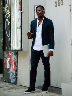 白シャツでもスタンドカラーを選ぶと、グッと個性は引き立ちます | メンズファッションの決定版 | MEN'S CLUB(メンズクラブ)