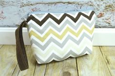 Camera bag Small foam padded pouch for DSLR with lens, point and shoot, video cam / Darby Mack, in stock / Retro chevron brown / grey / tan