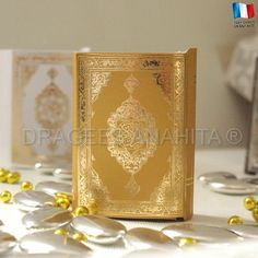 Un mini Coran doré pour offrir vos délicieuses dragées. Un mini Coran qui pourra se donner lors de votre mariage ou pour tout évènement important de votre vie.