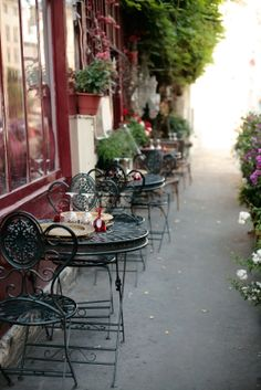 Parisian cafe From: Perfect Wedding Guide, please visit French Cafe, French Bistro, Outdoor Cafe, Outdoor Decor, Café Theatre, Café Restaurant, Fresco, Sidewalk Cafe, Parisian Cafe