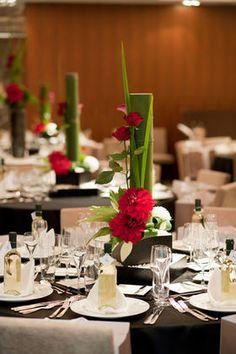 和風・和婚・オリエンタル・・・素敵な和の装花 - NAVER まとめ Tropical Flower Arrangements, Ikebana Arrangements, Wedding Guest Table, Bridal Table, Xmas Decorations, Flower Decorations, Wedding Decorations, Asian Tea, Asian Party