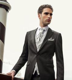 Trajes de novio para una boda con estilo clásico: El chaqué es el mejor traje de novio para una boda clásica