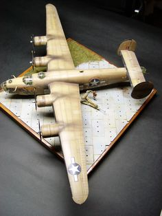 D Liberator Hasegawa Boat Building, Model Building, Spitfire Model, Handmade Wooden Toys, Woodworking For Kids, Plastic Models, Plastic Model Kits, Model Airplanes, Paper Models