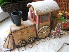 Gingerbread train (Juno) including pattern and neat animations if you dig. Gingerbread House Patterns, Gingerbread House Parties, Christmas Gingerbread House, Gingerbread Houses, Christmas Desserts, Christmas Treats, Christmas Cookies, Gingerbread Train, Gingerbread Cookies
