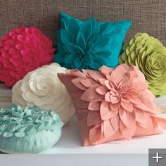 DIY Pillow Tutorials (I want pillows like that) Felt Crafts, Fabric Crafts, Sewing Crafts, Diy And Crafts, Arts And Crafts, Sewing Pillows, Diy Pillows, Decorative Pillows, Floral Pillows