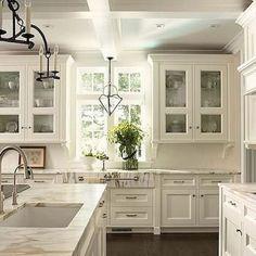 Best 100 white kitchen cabinets decor ideas for farmhouse style design (32)
