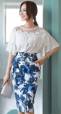 StyleOnme_Floral Print High-Waisted H-Line Skirt #blue #floral #pencilskirt #summer #spring #koreanfashion #kstyle #kfashion #seoul #elegant #feminine #dailylook