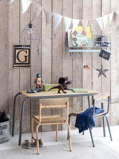 Speeltafel en stoeltjes van KidsDepot.