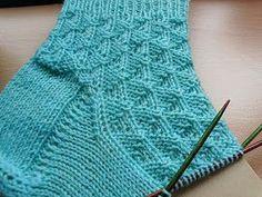 Westwind Wolle von Supergarne Nadelspiel Größe 64 Gesamtmaschen (oder ein vielfaches von oder z. autour du tissu déco enfant paques bébé déco mariage diy et crochet Knitting Socks, Knitting Needles, Hand Knitting, Knitting Patterns, Crochet Patterns, Knit Socks, Beginner Knitting Projects, Knitting For Beginners, Crochet Crafts